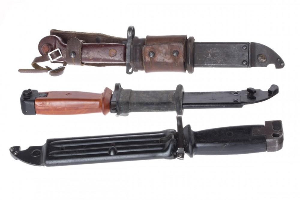 Bajonet ke zbrani AK 47