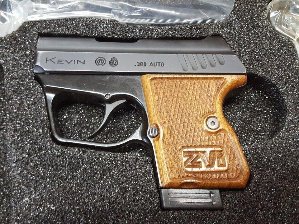 Pistole Kevin model 704 9Br